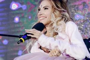 Юлия Паршута Примеряет Белье – Даёшь Молодёжь! (2009)